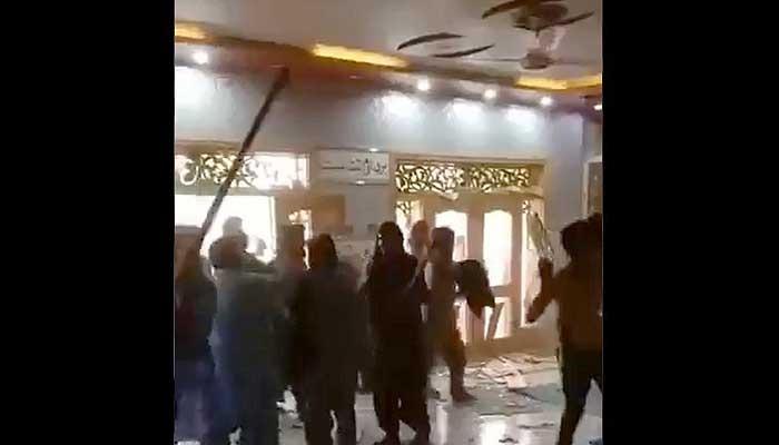 Angry men shouting slogans vandalise Hindu temple in Rahim Yar Khan. Photo: Twitter video screengrab