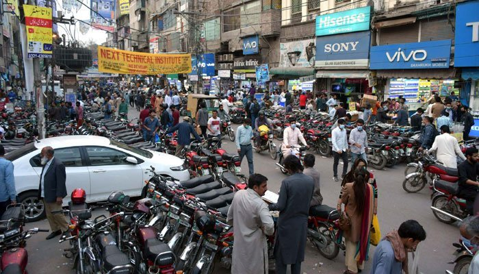 View of a mall that remains open while provincial government ordered to close all markets at 6pm as a preventive measures against the coronavirus (COVID19), at Hall road in Lahore on Monday, March 15, 2021.Photo: PPI