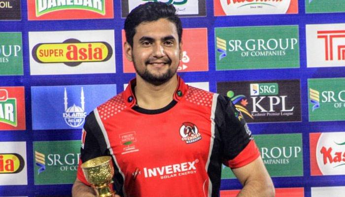 Haider Ali receiving the Man of the Match award. Courtesy: Jang