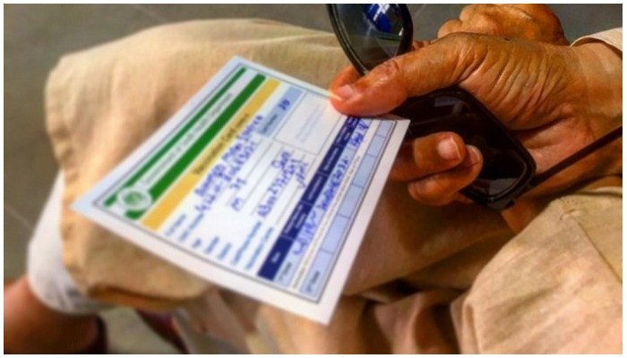 Karachi health department official issued a fake vaccination card worth 2,000 rupees