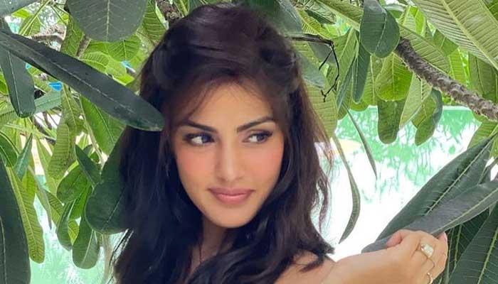 Rhea Chakraborty calls BFF Shibani Dandekar 'world's most special girl'