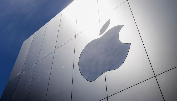 Apple bends, aiming to avoid Big Tech regulation