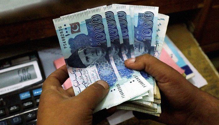 The local unit is unlikely to surpass 167.50 level in the coming sessions, says currency dealer. Photo: file