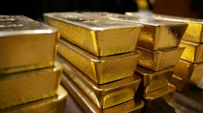Gold pulls back as dollar strengthens in international market