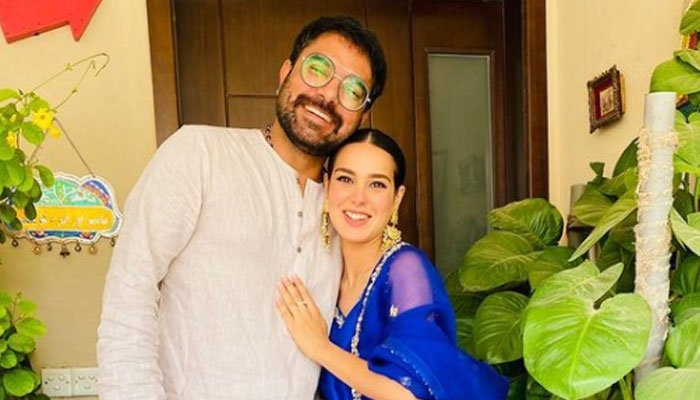 Yasir Hussain asks Iqra Aziz for a romantic getaway, she responds with a song
