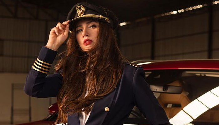 Mahira Khan channels her inner pilot in breathtaking snap: See Photo