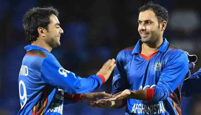 Afghan cricketers Rashid Khan (L) and Mohammad Nabi (R)