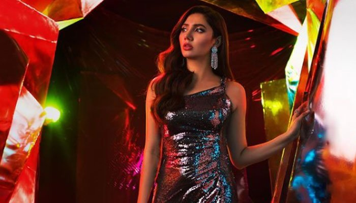 Mahira Khan stuns in sequin gown, has fans asking for more: See Photo