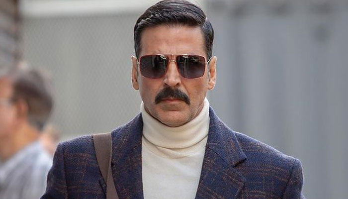Akshay Kumar returns to UK to complete 'Cinderella' shooting after mother's death