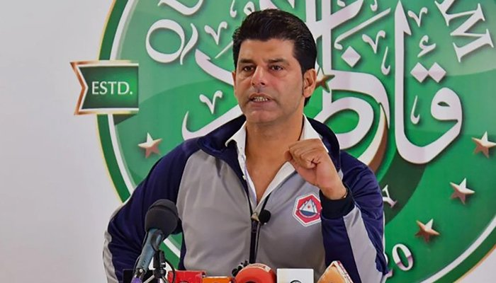 Pakistan Cricket Board (PCB) Chief Selector Mohammad Wasim addressing a press conference. — File photo
