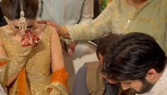 Emotional Aiman Khan breaks down during Minal Khans nikkah: Watch Here