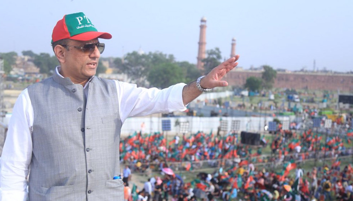 PTI leader and Punjab minister Aleem Khan gestures during a rally atMinar-e-Pakistan in Lahore. — Twitter/aleemkhan_pti