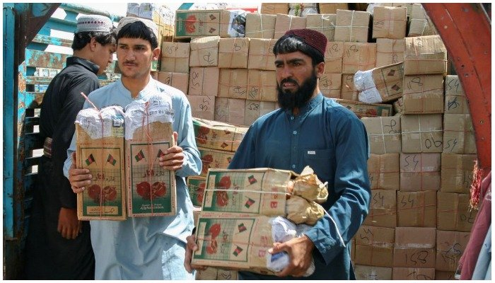 Labourers unload boxes of pomegranates from Afghanistan, from a truck at the Friendship Gate crossing point, in the Pakistan-Afghanistan border town of Chaman, Pakistan, September 7, 2021. REUTERS