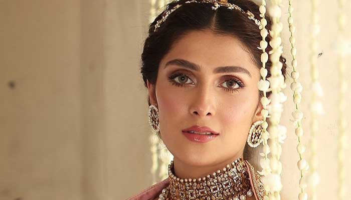 Ayeza Khan shares her excitement as she crosses 10mn Instagram followers
