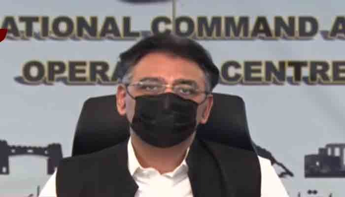Federal Minister Asad Umar during a press conference. Photo: Geo News screengrab