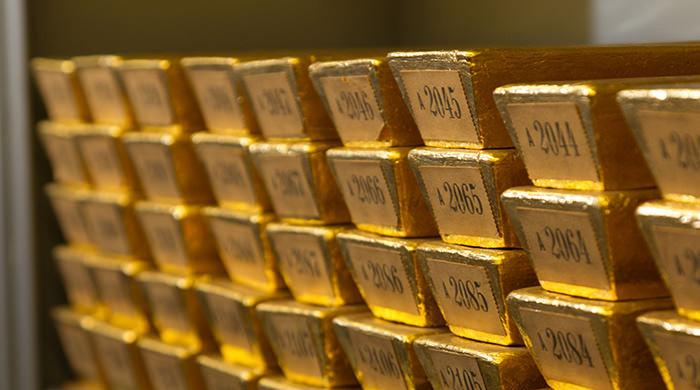 Gold edges higher in line with global markets