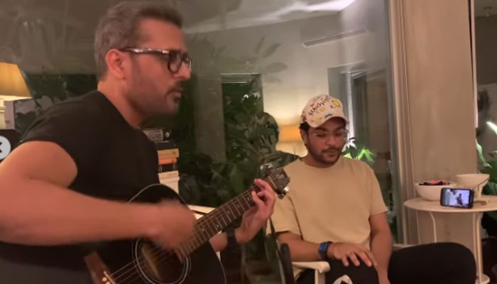 Watch: Asim Azhar, Bilal Maqsood turn up the heat with joint jamming session