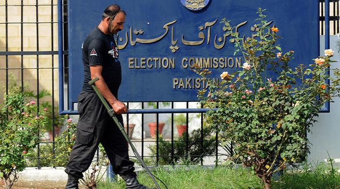 ECP serves notices to Fawad Chauhdry, Azam Swati after ministers level allegations