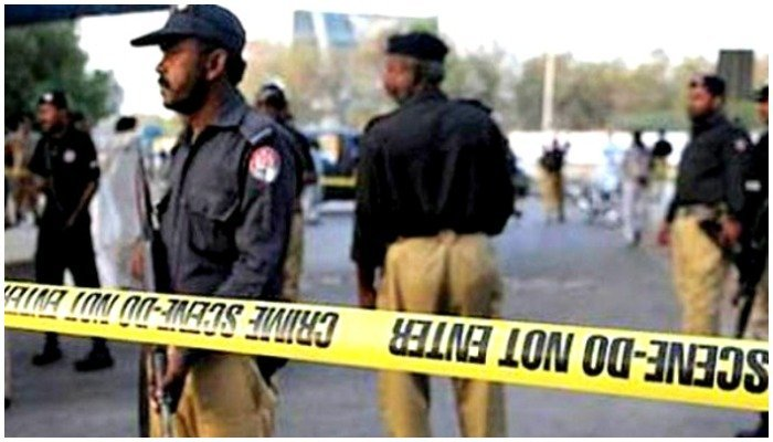 A file photo of Pakistani policemen cordoning of an area at a crime scene.
