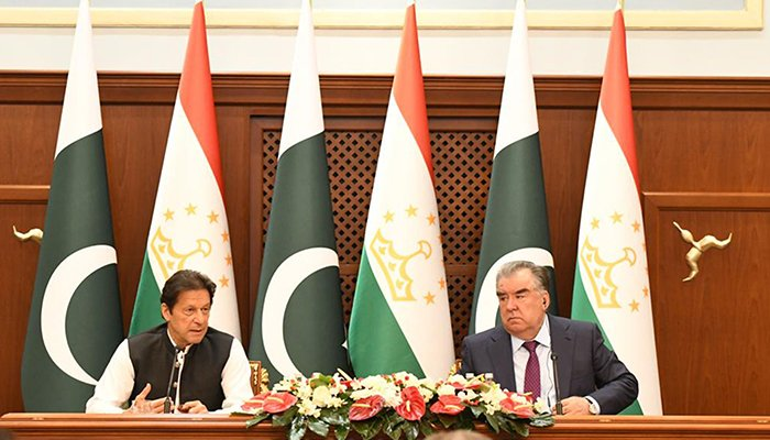 Prime Minister Imran Khan (left) and President Emamoli Rahmon addressing at the Joint Press Stakeout at Qasr-e-Millat, Dushanbe on September 17, 2021. — PID