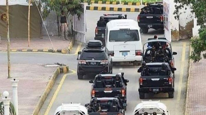 New Zealand cricket team arrives at Islamabad airport, will depart at 6pm today