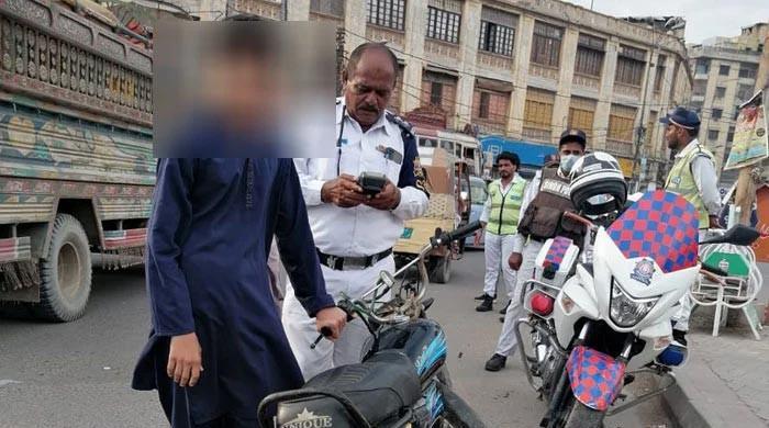 Karachi traffic police slap fines worth Rs11.8 million in last 15 days
