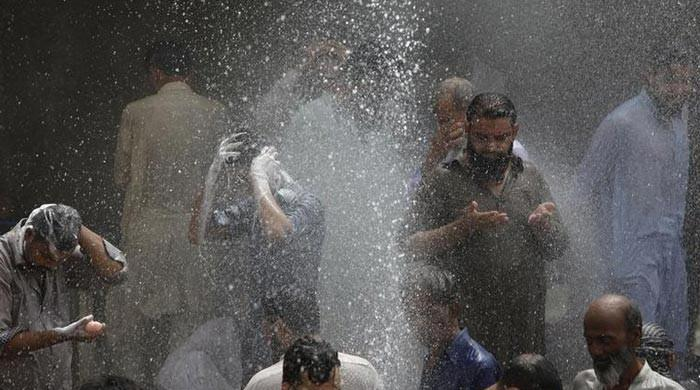 Hot, dry weather likely in most parts of Pakistan on Sunday: PMD