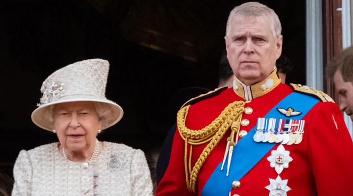 Prince Andrew urged to 'go quietly in an altruistic move' to aid Queen Elizabeth: report