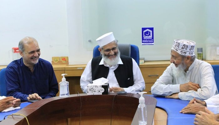 A file photo of JI chief Siraj ul Haq (centre), JI Karachi chief Hafiz Naeem-ur-Rehman (right), andJI Sindh chief Muhammad Hussain Mehanti.