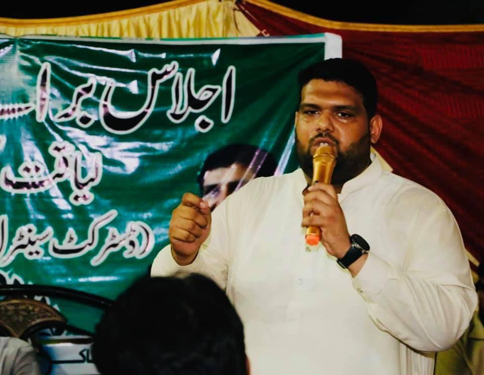 Nadir Qureshi speaks to a crowd of PSP supporters.