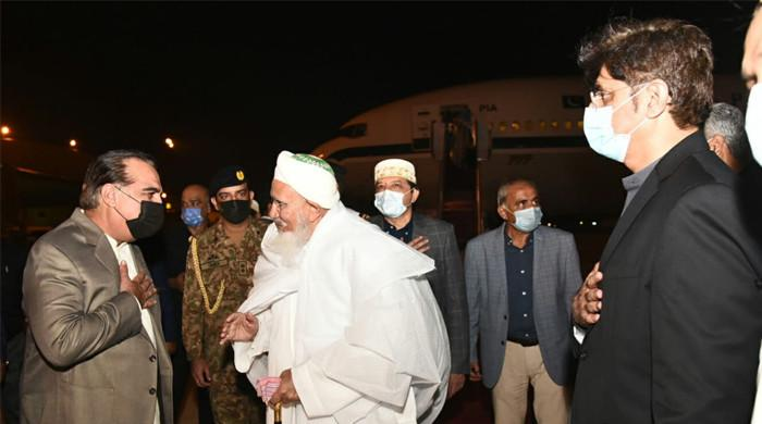 Leader of Bohra community Mufaddal Saifuddin arrives in Karachi