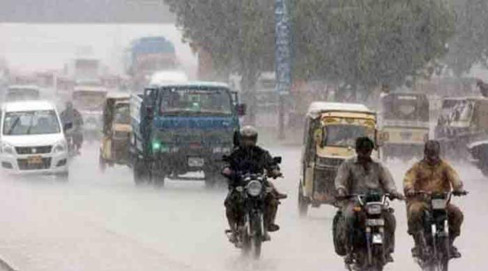 What caused sudden thunderstorm in Karachi's Saddar?