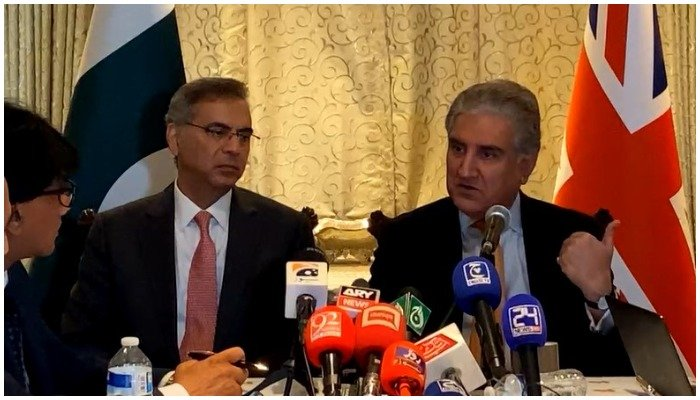 Foreign Minister Shah Mahmood Qureshi addressing a press conference at the Pakistan High Commission in London shortly after his meeting with UK Foreign Secretary Elizabeth Truss. Photo: Screengrab via Facebook live/ Pakistan High Commission in London.
