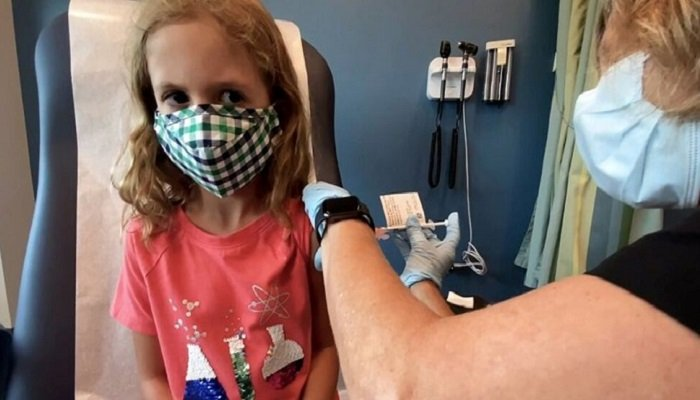 Lydia Melo, 7, is inoculated with one of two reduced 10 ug doses of the Pfizer BioNtech COVID-19 vaccine during a trial at Duke University in Durham, North Carolina September 28, 2021 in a still image from video. Video taken September 28, 2021. photo: Reuters