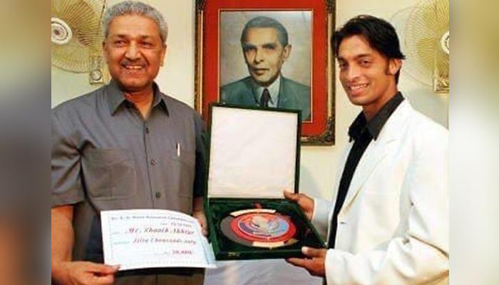 National icon Dr Abdul Qadeer Khan (left) and former fast bowler Shoaib Akhtar. — Twitter