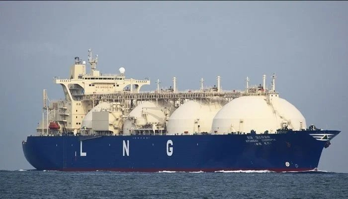 Even if the government manages the eight LNG cargoes during peak demand in December and January, there will be a sizeable gas crisis. Photo: Geo.tv/ file