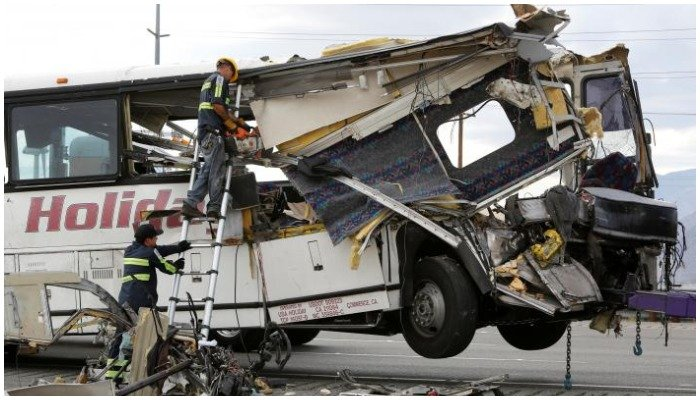 Workers cut away debris from the front of a bus involved in a mass casualty crash on the westbound Interstate 10 freeway near Palm Springs, California October 23, 2016. PHOTO: REUTERS