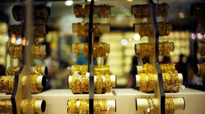 Gold price in Pakistan drops by Rs300 per tola