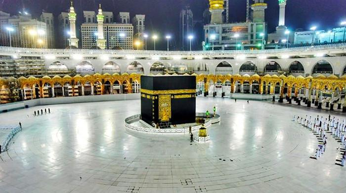 In pictures: Grand Mosque in Makkah drops social distancing