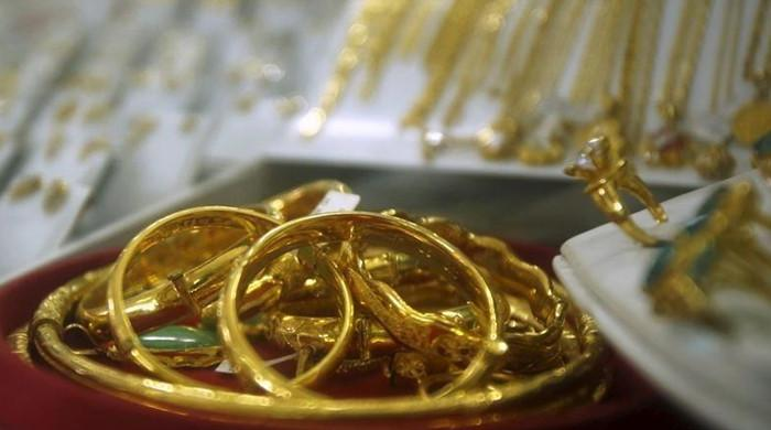 Gold extends gains on inflation jitters, dollar dip