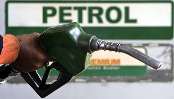 Petrol price likely to go up by Rs7 per litre from November 1: sources - Geo News